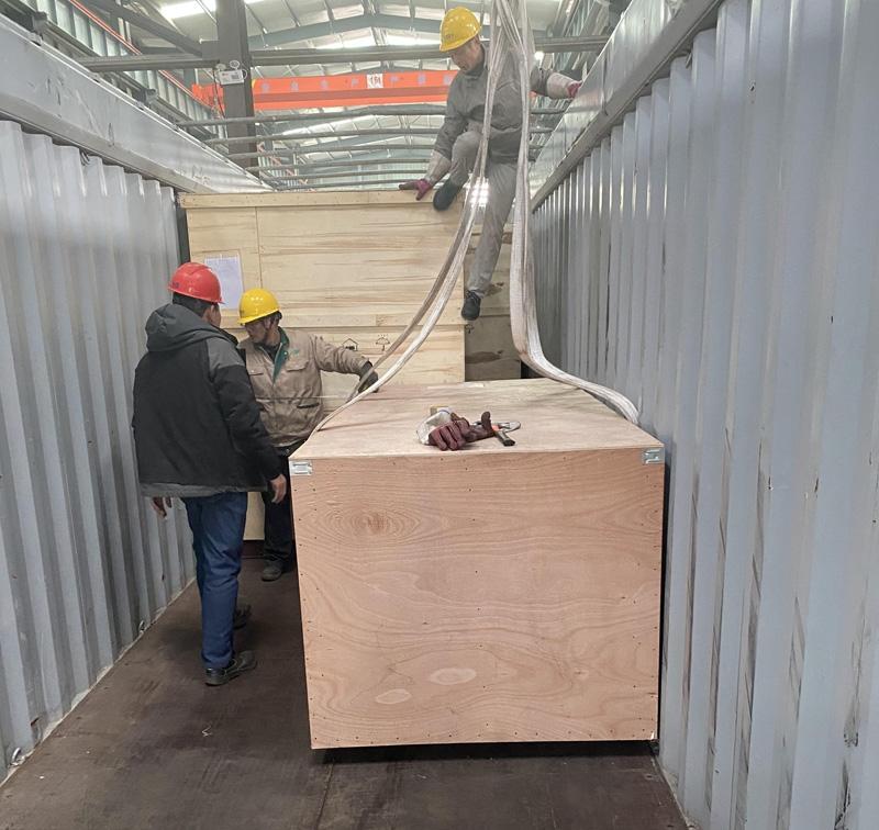 1月24日,出口俄罗斯污水处理设备发货现场
